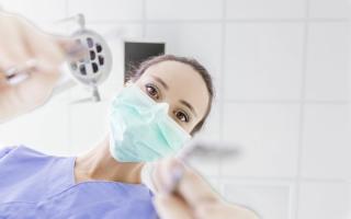 Четыре причины расхождения швов после имплантации зубов